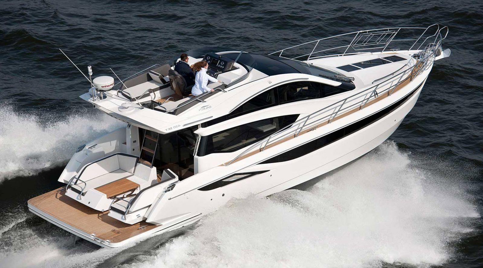 Galeon 430 skydeck yacht
