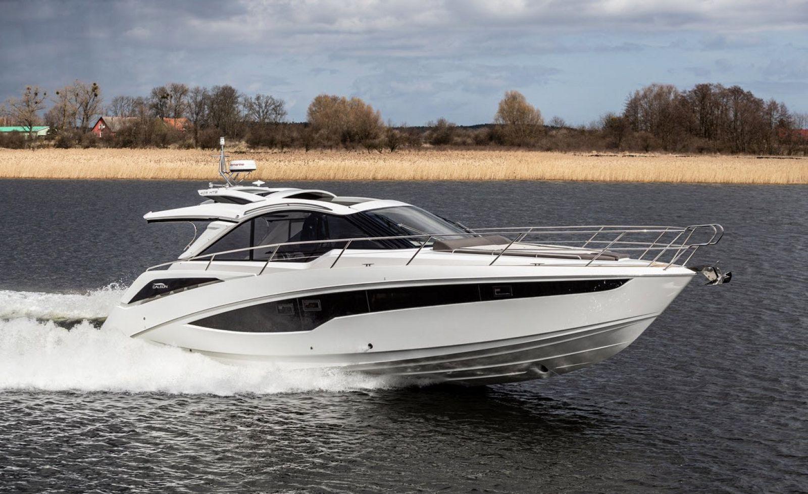 galeon 405 HTS yacht