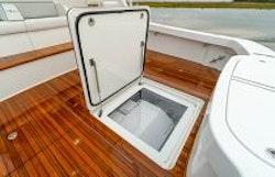 cockpit seakeeper hatch